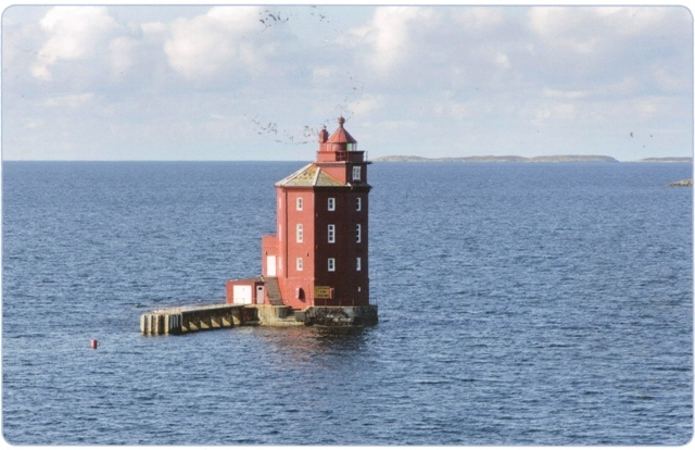 kjeungskjar-lighthouse-norway-from-v-tina