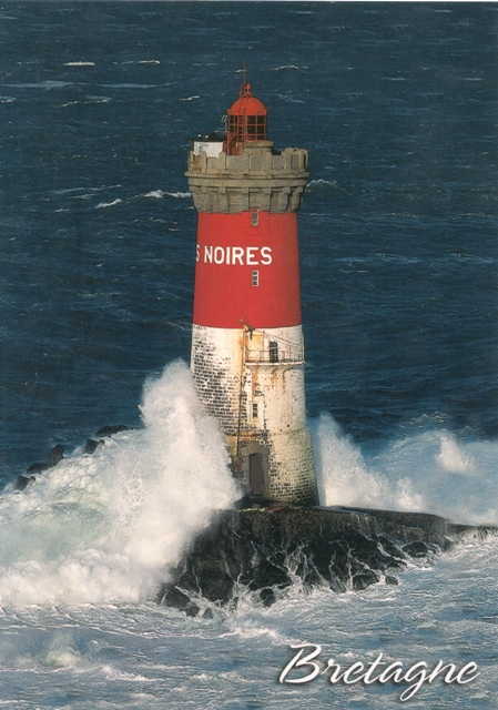 le-phare-des-pierres-noires-dans-la-tempete